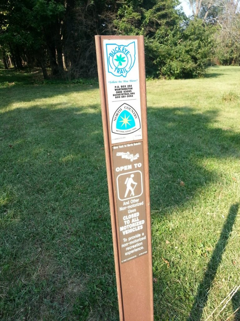 A carsonite post marking the route of the Buckeye Trail and North Country National Scenic Trail in southwestern Ohio.